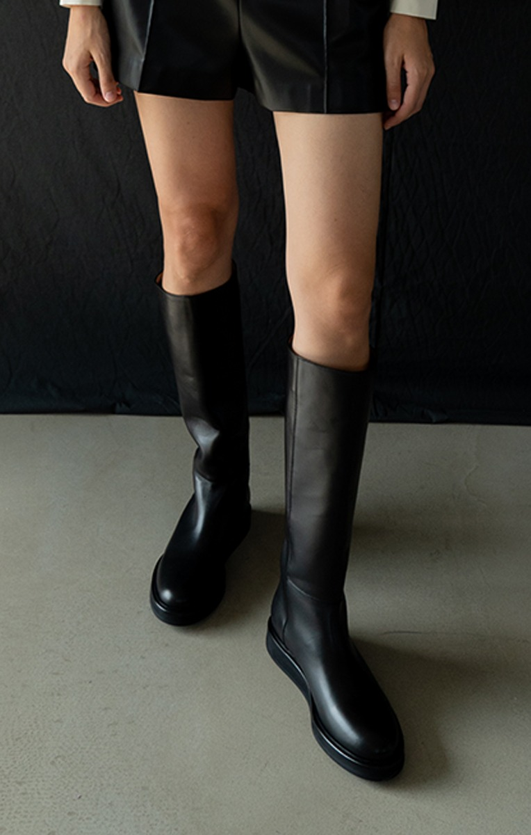 Calf leather knee-high boots